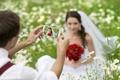 Картинка трава, цветы, природа, женщина, букет, невеста, свадьба
