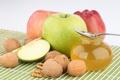 Картинка яблоки, ложка, фрукты, мёд, баночка, грецкие орехи