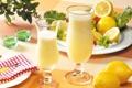 Картинка свечи, бокалы, сок, лимоны