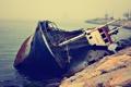 Картинка море, вода, ржавый, берег, корабль, старый, лежа