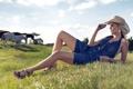 Картинка модель, трава, комбинезон, девушка, Ana Hickmann, лошади, блондинка
