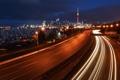 Картинка ночь, огни, яхты, шоссе, мегаполис