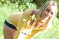 Картинка взгляд, девушка, цветы, милая, блондинка, бедра, сладкая