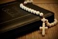 Картинка книга, библия, бусины, крест, четки