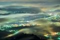 Картинка город, облака, туман, ночь, вид сверху, высота, огни
