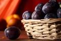 Картинка фрукты, сливы, стол, корзина