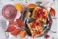 Картинка листья, малина, ветка, вафли