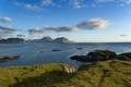 Картинка травка, берег, небо, солнце, скалы, море