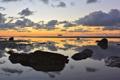 Картинка море, облака, отражение, камни, лодки, утро, зеркало
