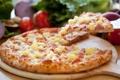 Картинка зелень, сыр, лук, доска, ананас, пицца, помидор