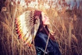 Картинка девушка, лицо, перья, камыш, кожаная куртка, раскрас, головной убор