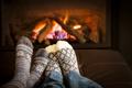 Картинка romantic, comfort, home, fireplace, socks, feet, relaxing