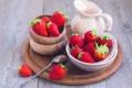 Картинка ягоды, клубника, ложка, тарелки, кувшин, горшочек