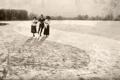 Картинка зима, старина, ретро, люди, лёд, сепия, каток
