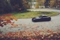Картинка дорога, осень, листья, поворот, Машина