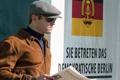 Картинка очки, куртка, газета, кепка, агент, наблюдение, Арми Хаммер