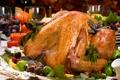 Картинка свечи, бокалы, праздничный стол, жареная курица