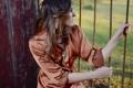 Картинка девушка, украшения, забор, ограда, брюнетка