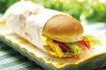 Картинка зелень, стол, тарелка, перец, сэндвич, бумажный пакет