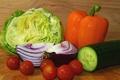 Картинка капли, фон, луч, огурец, перец, помидоры, капуста