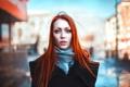 Картинка взгляд, девушка, город, рыжеволосая, пальто, голубоглазая, боке