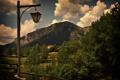 Картинка зелень, облака, гора, столб, фонарь, кусты, photographer