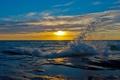 Картинка море, волны, небо, пейзаж, закат, брызги