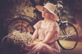 Картинка девушка, цветы, велосипед, ретро, бусы, шляпка