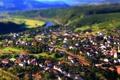Картинка пейзаж, горы, город, река, холмы, вид, дома