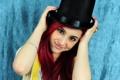 Картинка девушка, улыбка, фон, шляпа, макияж, актриса, прическа