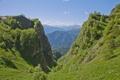 Картинка зелень, лето, небо, облака, деревья, горы, голубое