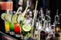 Картинка бар, бутылки, напитки