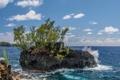 Картинка море, небо, деревья, брызги, скала