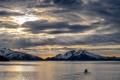 Картинка горы, озеро, лодка, вечер