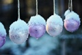 Картинка снег, шары, ёлочные игрушки
