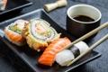 Картинка палочки, rolls, sushi, суши, роллы, японская кухня, соевый соус