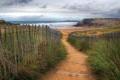 Картинка забор, дорога, море