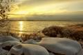 Картинка море, трава, снег, закат, тучи, побережье