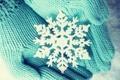 Картинка зима, снег, руки, снежинка, варежки