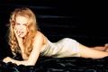 Картинка взгляд, лежит, черный фон, Nicole Kidman, николь кидман