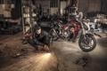 Картинка девушка, гараж, мотоцикл