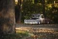 Картинка дорога, осень, лес, листья, автомобиль, солнечный свет