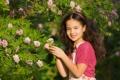 Картинка природа, девочка, улыбка, брюнетка, цветы