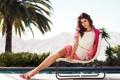 Картинка девушка, пальма, модель, бассейн, брюнетка, шезлонг, стул