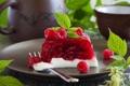 Картинка листики, малиновый десерт, малина.вилка