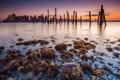 Картинка город, река, камни, рассвет, берег, бостон, сваи