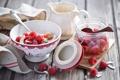 Картинка ягоды, малина, клубника, кокосовая стружка