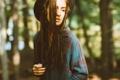 Картинка девушка, шляпа, косички, рубашка