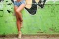 Картинка девушка, стена, улица