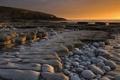 Картинка море, закат, камни, берег, вечер, плато